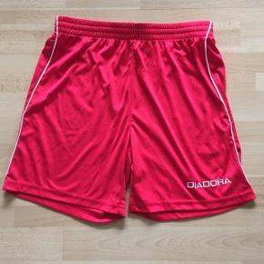 Virkelig komfortable Diadora shorts til alverdens sport eller træning. Brugte, men i god stand.