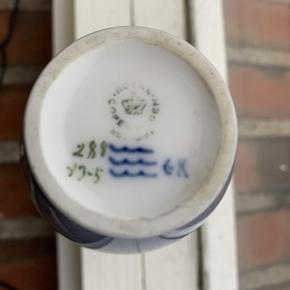 Sød Royal Copenhagen vase med brombær, 288 43-5. Vasen er fejlfri. .Højde 14 cm