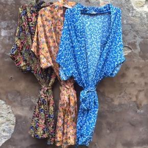 Ubrugt kimono fra Boii Studio  Den blå (forreste)