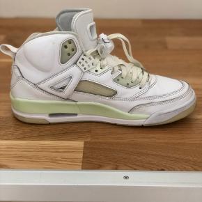 Nike Air jordan Spizike, lavet igennem NikeID.  Gået med få gange.  Rigtig god stand.  Selvlysende såler og snørebånd.