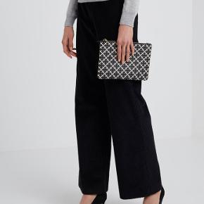 Helt ny Clutches-purse kan også bruges som skuldertaske.  Brun og sort