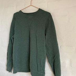 grøn sweatshirt fra magasin (måske er den faktisk fra herreafdelingen?!)
