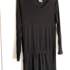 Lækker blød t-shirt/kjole med bindebånd.  #30dayssellout