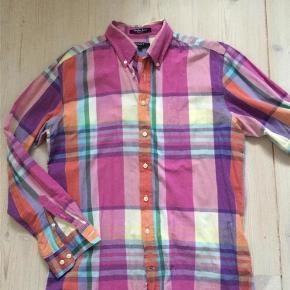 Varetype: herre skjorte Farve: Se billeder  Flot herre skjorte i str. large / regular fit. 100% bomuld  Handler gerne via mobolpay - ellers plus gebyr :)  Spørg og byd...........
