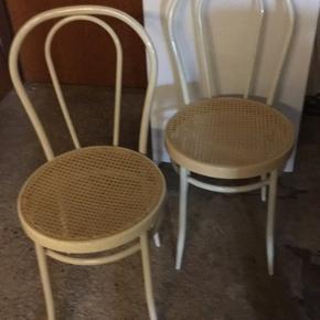 2 stk stole. 100 kr for begge stole eller byd.  Afhentes i Næstved.