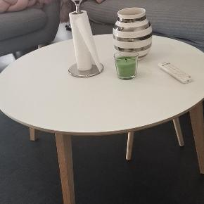 90 cm sofa bord som er stadig som ny ingen ridser Købt fra idé møbler for mindre end 3 år siden for 3500kr