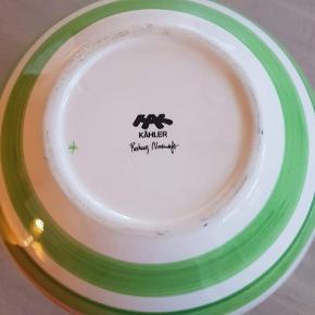 Kähler Omaggio vase i grøn og hvid stribet  H: 30 cm   Ingen slidsspor   Købes som beset