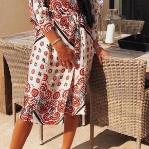 Smuk kjole fra Zara. Bytter ikke