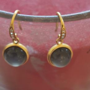 Julie Sandlau luna øreringe sælges   PS har også Julie Sandlau luna vedhæng der matcher til øreringene   Har den originale emballage og kvittering   #30dayssellout