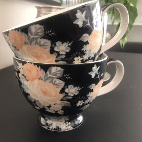 2 smukke Greengate Josephine jumbo kopper. Den ene er brugt 1 gang - så de er i perfekt stand og helt nye. Fast pris - bud under besvares ikke. Kan sendes for købers regning Køber betaler selv evt gebyr til TS.