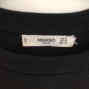 Sort mango trøje med sten på  Mega blød og behagelig trøje  Byd