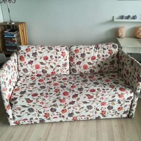 Sovesofa (eller blot sofa) i fin stand sælges. Skal afhentes i Aalborg.   150 cm lang 85 cm bred 72 cm høj