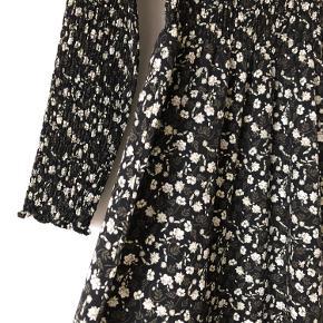 Flot kjole fra Envii, så god som ny