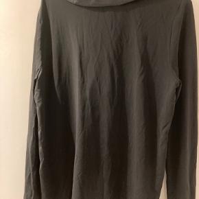 Fin skjorte, silke foran acetat på ryg og ærmer BYD