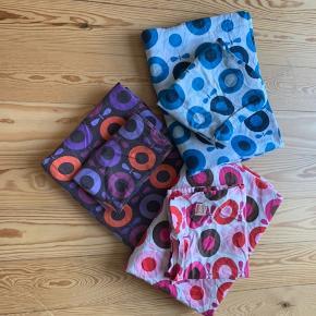 3 sæt junior sengetøj fra Katvig. Fejler intet. 50 kr. pr styk.   Jeg sender gerne, og ellers kan de hentes i Roskilde eller KBH V.