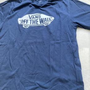 T-shirten er blevet prøvet på og vasket en gang  Det er en str 16+ og svare til S-m  Jeg er 165cm ca og den er lidt for stor til mig BYD