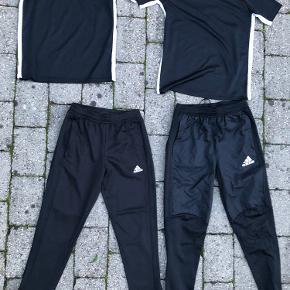 Adidas buks til Venstre i billedet - str 11-12 Adidas buks til højre i billedet 13-14  Der er ikke særlig stor forskel på størrelserne  Adidas til Venstre - hvis de har været brugt er det højst 1-2 gange Adidas til højre - aldrig brugt (nypris ca 350 kr)  Nike t-shirts str 13-15 år - nye  Hele pakken 300 kr