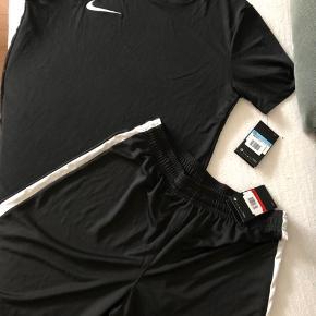 T-shirt og shorts - Dry fit træningssæt