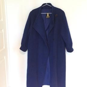 Vintage frakke købt her på Tradono. Jeg har aldrig brug den. Str. M-L.