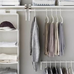 IKEA garderobestang.  Variabel bredde 60-90 cm. Hænges op bagtil, så kan hænges direkte på en væg.  Lette brugsspor.  Sælges for 30 kr.  Afhentes på Frederiksberg.