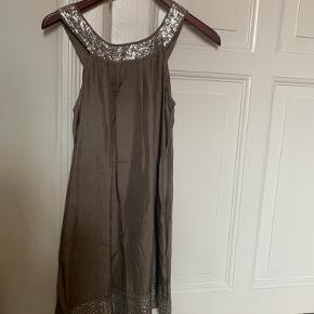 Thelin kjole