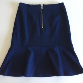Lækker feminin nederdel med uld fra Edith & Ella. Str S men svarer mere til en M. Ser ud som ny.