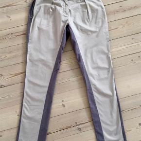 Varetype: bukser Størrelse: 34 Farve: som billede Oprindelig købspris: 1400 kr.  Fin stand, ses ikk de er brugt. Bytter ikke