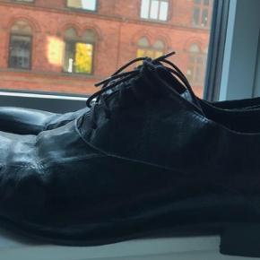 Sælger disse nye sand sko for min bror, de er gået i, i tre timer max så de står som nye. Mp er derfor 450😊