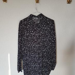 Skjortekjole eller lang skjorte. Sort, hvid og grå.