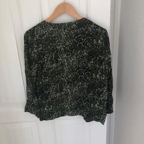 Fed trøje fra Y.A.S, der sælges, fordi jeg ikke får den brugt. Brugt én aften🕺🏼