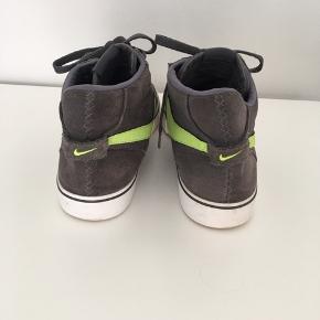 Rigtig fede Nike Braata Mid LR, de er brugt meget få gange, derved står de næsten som ny. Sender gerne med posten