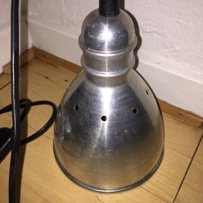 Lampe fra Ikea i børstet stål.