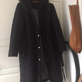 Min mor har haft den på måske 5 gange.  Ægte pelskrave. Frakke fra Mathiessen frakker.
