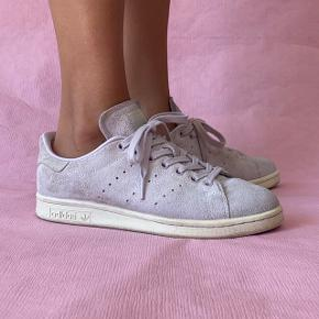 Adidas Stan Smith sneakers in light purple suede. Size is 39 1/3