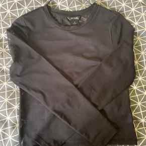 Monki mesh top bluse. Str xs. Fremstår som ny. Brugt 1 gang. IKKE rygerhjem. Tjek også mine andre annoncer:)