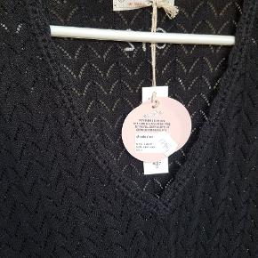 Smuk strikkjole B = 47 cm uden stræk  L = 98 cm Nypris 1295 kr