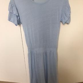 Smukkeste kjole . Designers little Remix er meget små i str. der står 16 år i kjolen . Så bemærk str i annoncen er den str jeg vil vurdere passer din pige. Tryk køb nu.