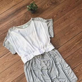 🙏🏼 ALT SKAL VÆK - SÆLGER BILLIGT 🙏🏼 👗 Cool kjole i lækkert stof 👠 Moves by Minimum  👚 Str. 34, men både 36 og 38 kan også passe den  👑 Den er i fin stand   🔥Se også mine mange andre annoncer og følg mig gerne - der kommer løbende nyt🔥