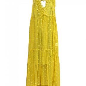 Fin kjole fra Rabens saloner. Brugt denne sommer, normal pris 1200. Byd gerne!