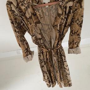 HM kjole, kan også bruges som jakke. Str. 34, men passer også en str. 36