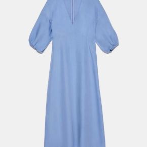Smuk kjole fra ZARA i hør lignende stof. Aldrig brugt og stadig med prismærke