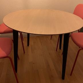 Flot velholdt bord der ikke passer ind i den nye lejlighed😊 nemt at skille ad. Skal afhentes😊
