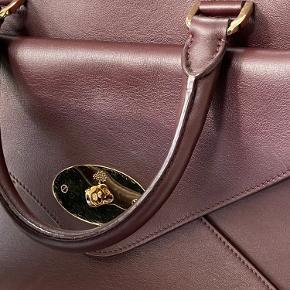 """Næsten ny Mulberry Willow Tote i """"Oxblood"""" med aftagelig clutch/pung ingen skrammer i læderet, lidt ridser på Mulberry logoet (se billede)"""