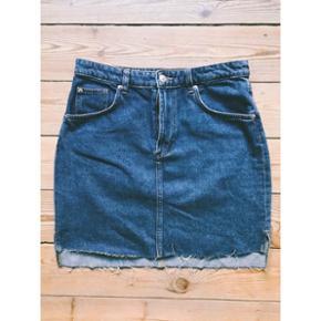 Denim nederdel fra H&M str. 40 Kun brugt en enkelt gang