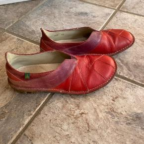 El Naturalista sko i læder. God kvalitet og kan gøres rigtig fine igen evt. med læderfedt