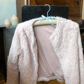 Faux fur / teddy agtigt jakke fra h&m🍒♻️