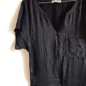 Næsten ubrugt buksedragt i silke str xs
