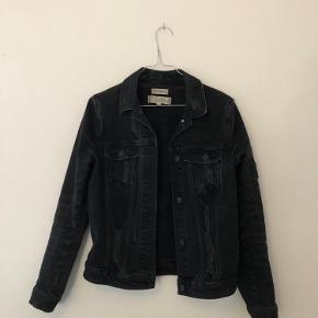 Fin cowboy-jakke. Kan afhentes i Aarhus C, eller sendes på købers regning.