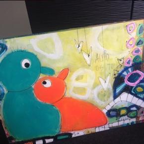 """""""Måske en lille kærlighedshistorie""""  Skønt ægte maleri af Dorthe Værnhøj, som man bliver glad helt ind i hjertet af at se på! Det er 109x79cm stort, er gjort klar til ophæng. Kunstneren Dorthe har signeret det bagpå."""