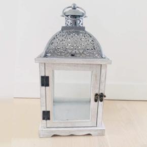 Lanterne sælges Flot stand  Mp 75kr Perfekt både til  indendørs og udendørs brug